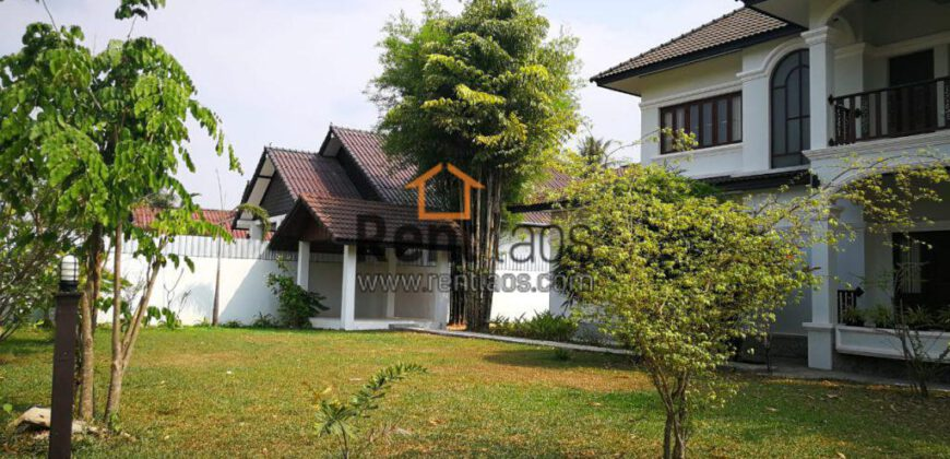 lovely house near Sounmone Martket for RENT