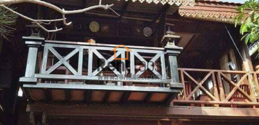 Traditional lao house near city centre for sale